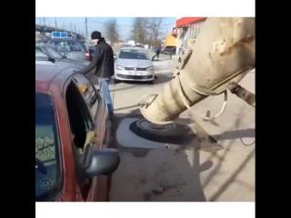 Муж залил автомобиль жены за измену