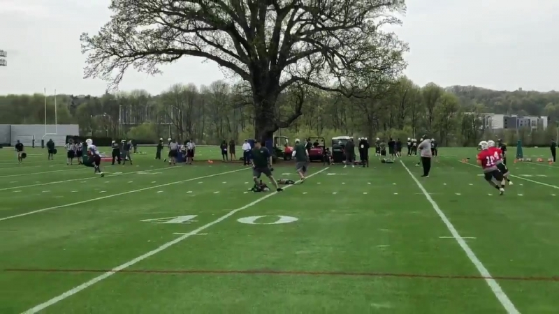 Here's Darnold to Christopher Herndon, who's also doing this drill. Jets