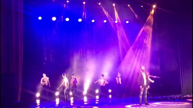 Шоу под дождем в КЦ «Зеленоград»
