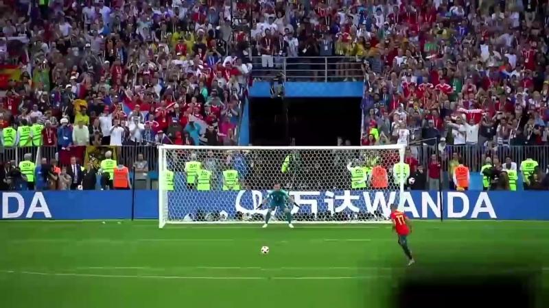Жорик Вартанов смотрит серию пенальти матча Россия Испания