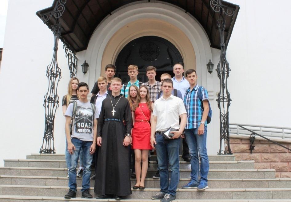 Молодые политики из Хабаровска побывали с экскурсией в Благовещенском кафедральном соборе