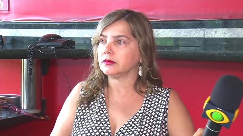 Procuradora de Uberlandia, Alice Ribeiro, Surta e agride repórter.