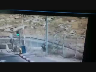 terrorist attacks idf soldiers with knife at checkpoint and gets shot down 2018