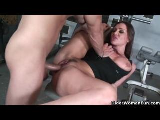 Спортивная мамка Sky Taylor трахается с молодым тренером | milf mature mom mommy мамочка зрелая милф зрелка мама милфа секс sex