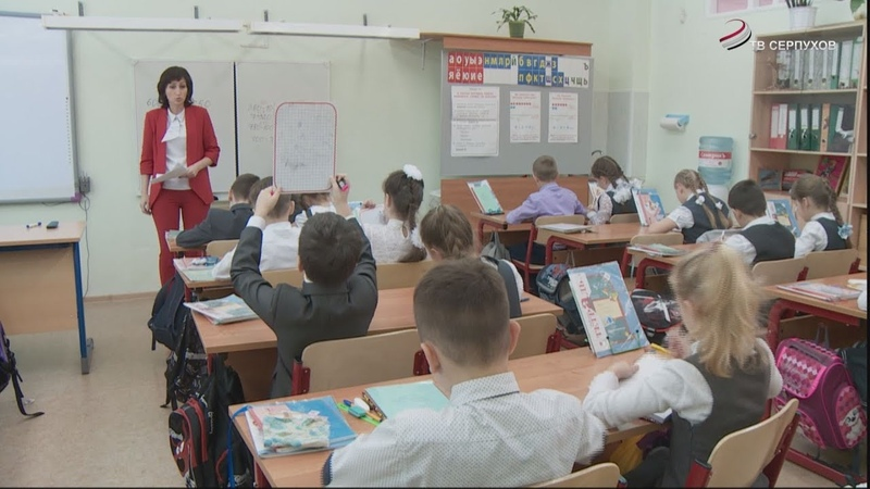 В тысячу лучших учителей страны вошла педагог школы №12 Серпухова Светлана Светлолобова