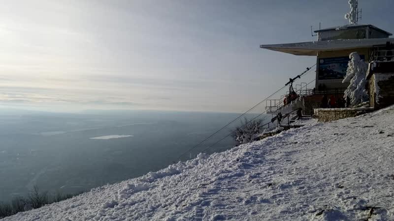 На горе Машук. Пятигорск. Вид на Эльбрус (Самая дальняя гора на горизонте)