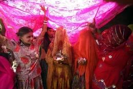 ДЕТСКАЯ ПРОСТИТУЦИЯ ПОЗОР ИНДИИ В современной Индии более 6 миллионов детей-женщин в возрасте от 12 лет зарабатывают себе на хлеб проституцией. Этот прибыльный бизнес распространен на территории