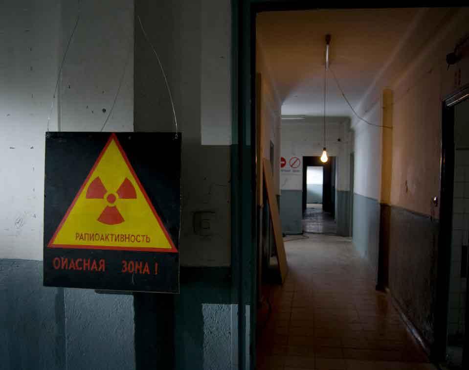 Дозиметр можно носить в местах, где возможно ядерное облучение