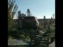 В Харькове местный поп заехал на джипе на кладбище,где не смог развернуть автомобиль и начал крушить