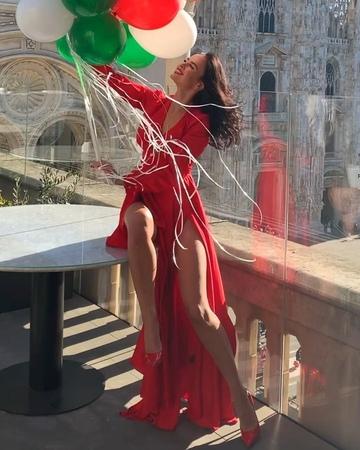 Виктория Романец гуляет по Милану