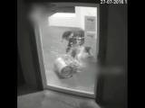 Будь проклята, дверь
