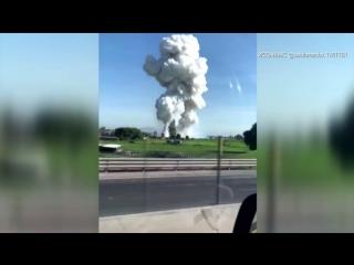 Момент взрыва на складе пиротехники в Мексике попал на видео