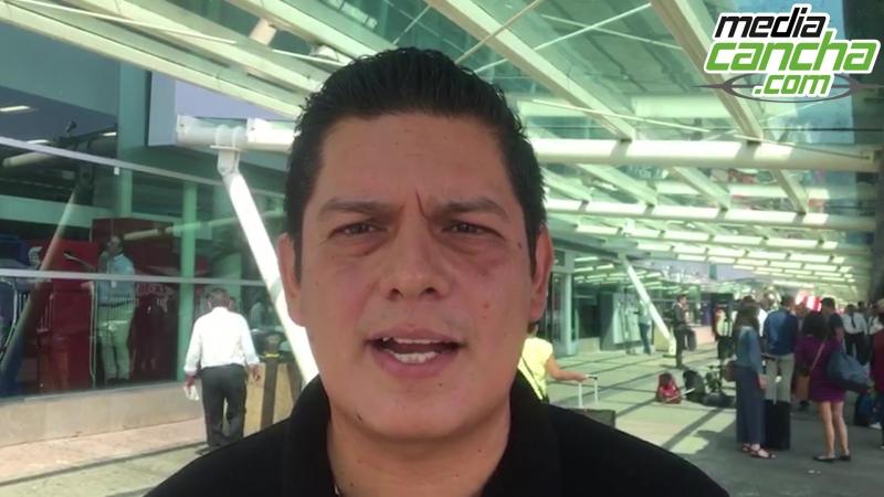 Almeyda llega a Guadalajara ovacionado por aficionados