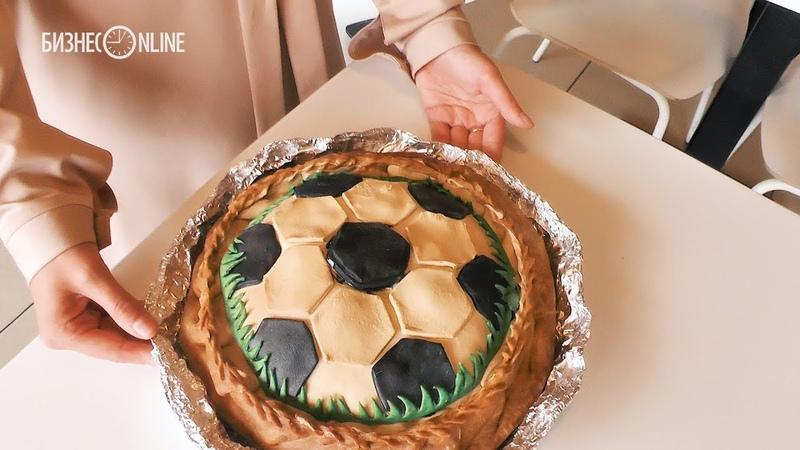 Мяч-десерт с ликером, салат «Поле» и футбольный бэлиш: обзор футбольных блюд Казани
