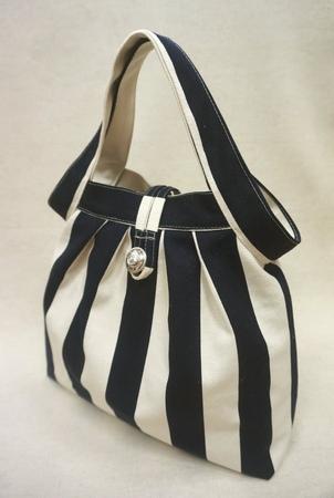 清秀佳人布坊 手作教學 縐折大滾邊手提袋的作法