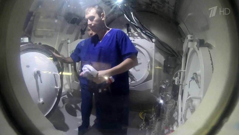 ВоВладивостоке торжественно встретили водолазов Тихоокеанского флота, совершивших погружение нарекордные 400 слишним метров