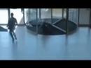 Стеклянная дверь карусель