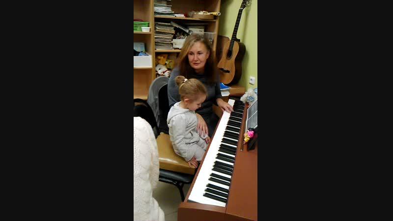 Сегодня не в духе). Лидия на фортепиано в Творческой мастерской на Ленина 162-а,44-75-09