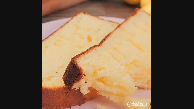 Кекс на сгущённом молоке (ингредиенты указаны в описании видео)