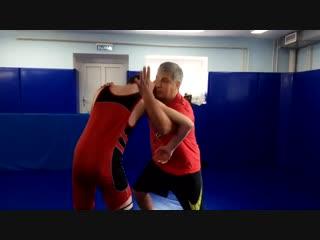 Вольная борьба , с захватом головы и руки противника переворот в обратную сторону.