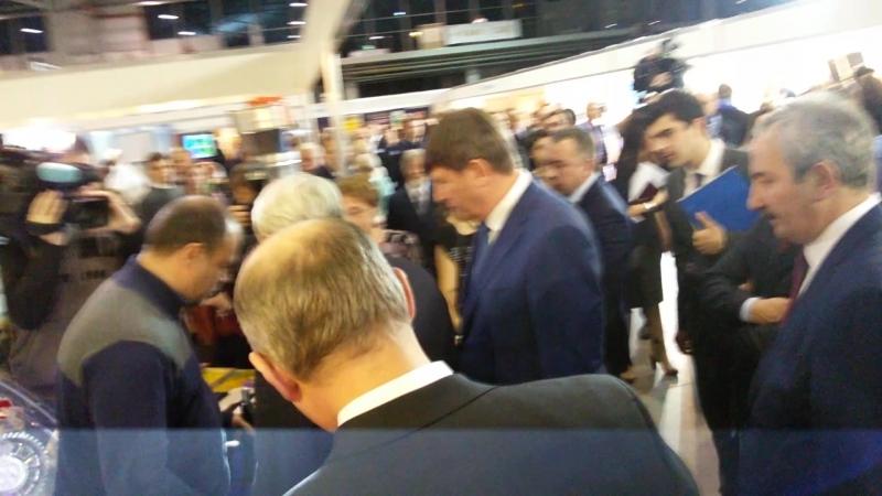 Видео с выставки, на котором 3d принтер SoloPrint смотрел губернатор Санкт-Петербурга Георгий Полтавченко