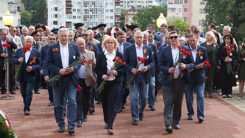 9 мая 2018. Возложение цветов к Завокзальному мемориальному комплексу в Сочи