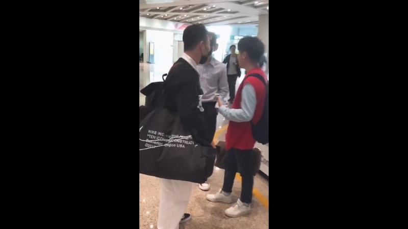 [Zhu Xingjie] Синцзе и телефон в аэропорту Шанхая 180921