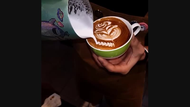 Latte Art barista jaws