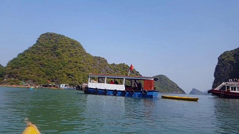 Каякинг близ о. Кат Ба/ Kat Ba kayaking. Vietnam.