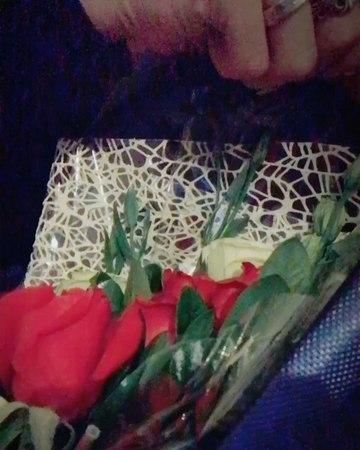 "Jin Park on Instagram: ""디오비 dob 박진 공항에 와주신 팬 분들 너무너무 감사합니다. 올 해의 마지막 날을 함께 했네요😖💕 선물과 꽃다발도 너무 감사합니다!"""