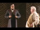 Олег Табаков (Плюшкин) и Сергей Безруков (Чичиков) в спектакле