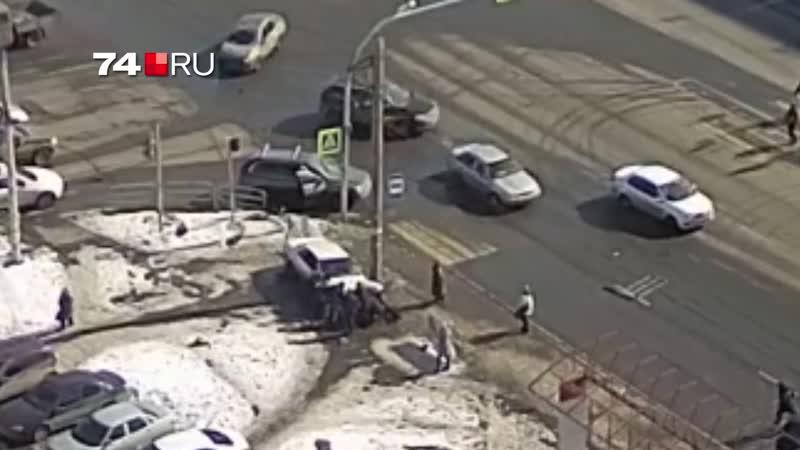 В Челябинске легковушка влетела в людей