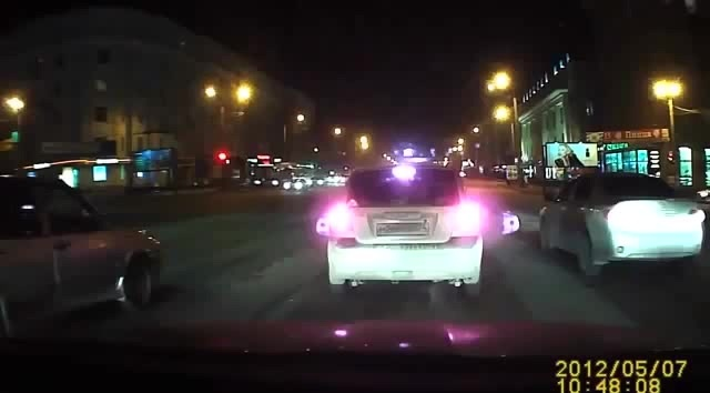 Есть такое поверие, что сидя в машине нельзя говорить о её продаже)