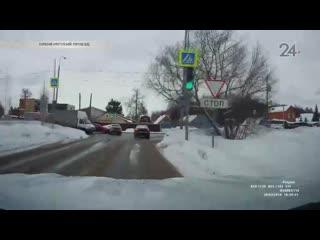 Skoda и Toyota столкнулись на пересечении Оренбургского проезда с улицей Мидхата Булатова
