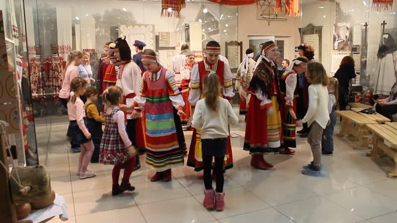 Образцовый ансамбль народной песни Зарянка - колядки на музейном мероприятии Как в крещенский вечерок