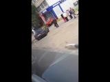 В Туле спорткар столкнулся с иномаркой и влетел в ломбард