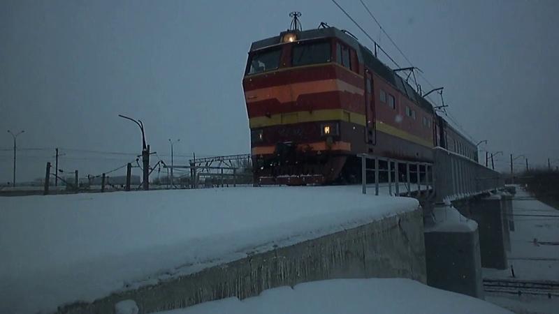 Электровоз ЧС2Т-977 с вагоном-путеизмерителем