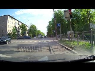 Эвакуатор на красный с левого ряда откуда поворот только на лево