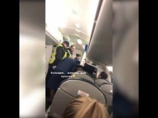 В Шереметьево сняли с рейса бодибилдера из Перми, который пригрозил взорвать самолет.