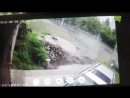 ДТП на Салтовке после удара об столб водителя выкинуло из машины