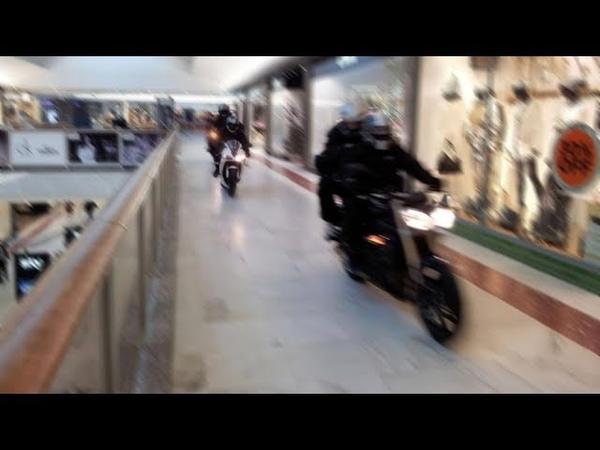 Вооружённые мотоциклисты ограбили ТЦ