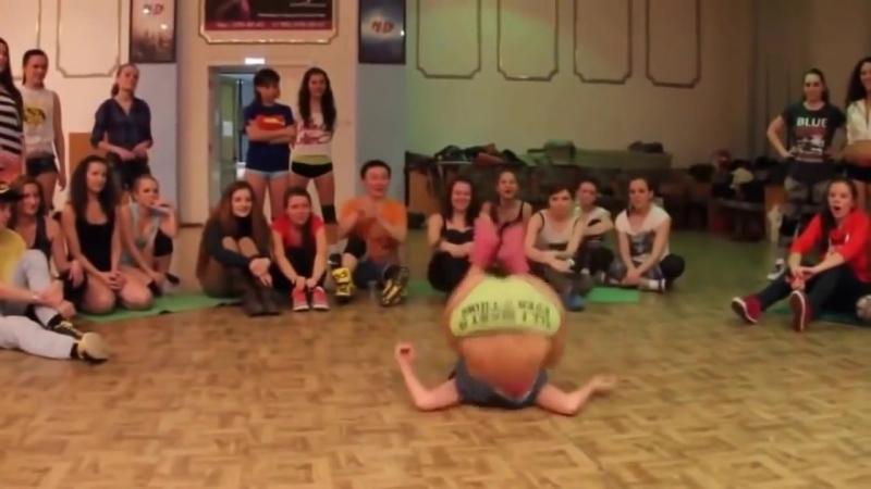 Молоденькие девочки танцуют тверк! Тверк Twerk - Только лучшее.