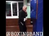 Тот момент, когда дедушка бьет по стенке, лучше молодых боксеров.