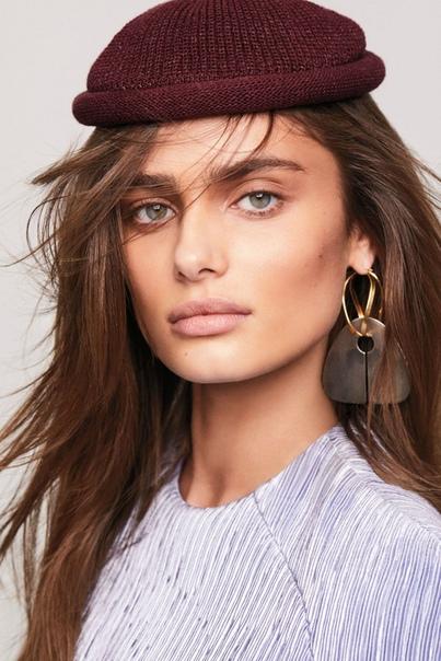 TAYLOR HILL Vogue Magazie, Turkey 12/2018