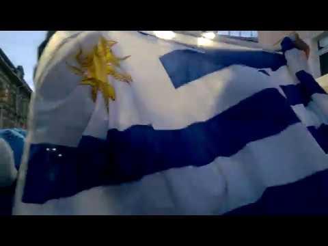 Los aficionados al fútbol uruguayos cantan soy celeste en Nizhny Novgorod 6 07 2018
