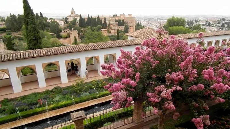 Альгамбра - часть 3. Вид на Гранаду с башни Torre de Kuba. Сады Хенералифе