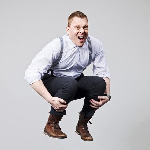 В 2010г.жители Исландии, устав от коррупции и кризиса, выбрали по приколу мэром Рейкьявика Йона Гнарра(комика,панка, страдавшего дислексией) и его Лучшую партию. За 4 года панки-анархисты