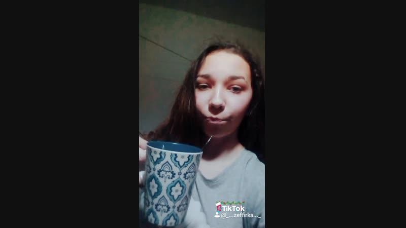 нельзя пить чай вот так..😂