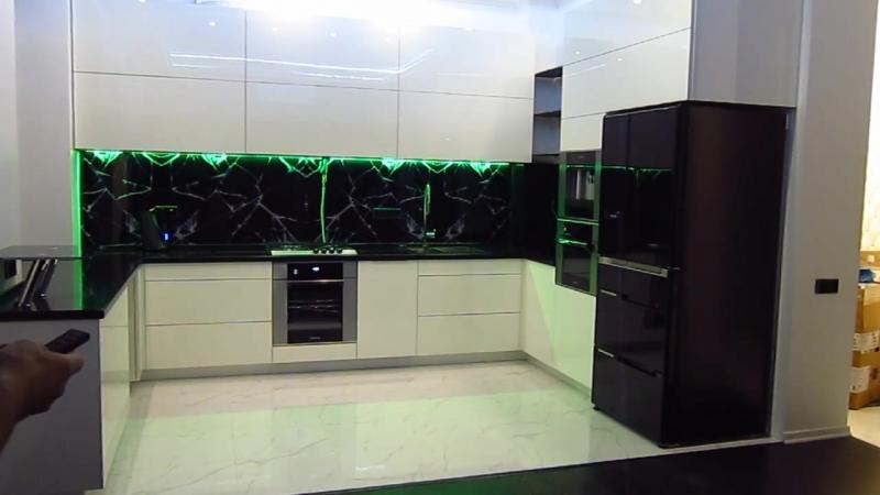 Кухня за миллион рублей с мебельной фурнитурой Blum