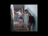 Соня спускается по лестнице